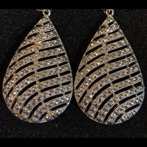 Jewelry - Gorgeous teardrop earrings!